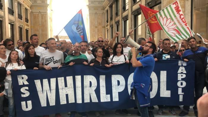 whirlpool i lavoratori incontrano il ministro patuanelli