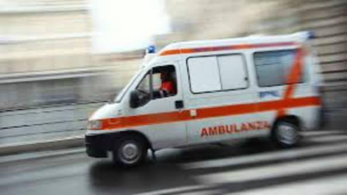 scontro frontale tra suv e autocarro due persone in ospedale