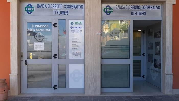 rapine in banca rapinatore incastrato dalle impronte digitali