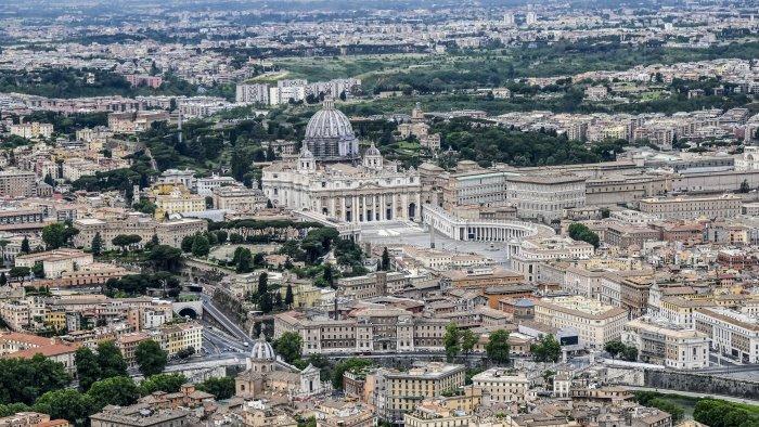 vaticano linea dura contro no vax saranno licenziati
