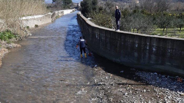 pacchi di posta pescati nel torrente a castel san giorgio