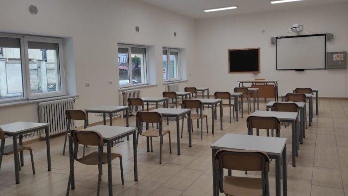 covid 19 aumentano i positivi scuole chiuse per 10 giorni