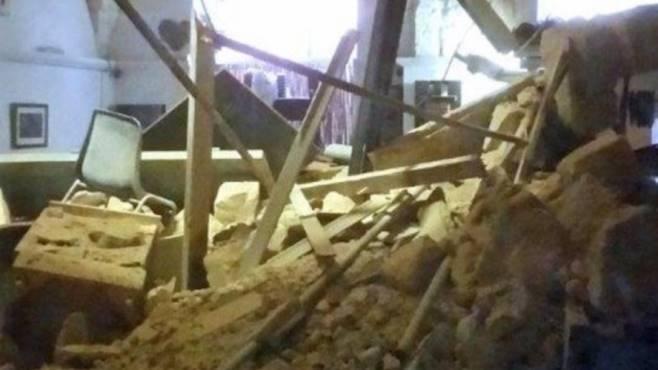 Castiglione della Pescaia, crolla ristorante sul mare