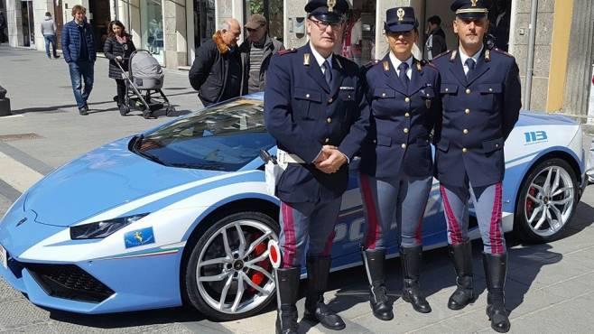 Lamborghini senza segreti la supercar della polizia for Polizia di stato roma permesso di soggiorno