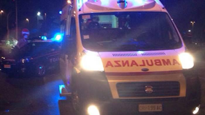 Terribile incidente: auto si schiantano frontalmente, due feriti gravi