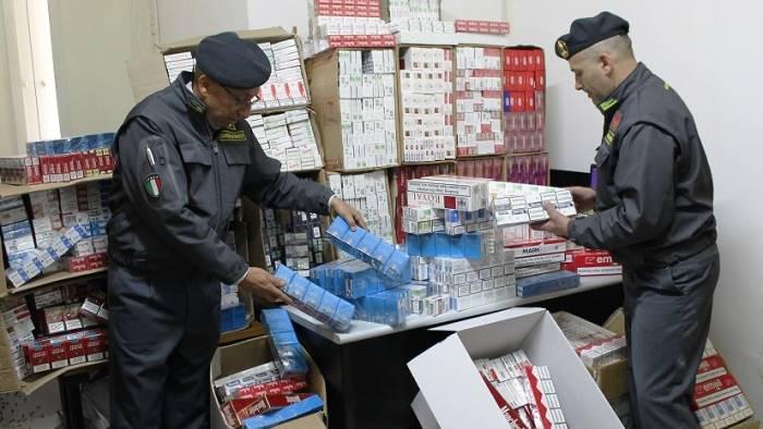 Monreale, hashish e sigarette di contrabbando: arrestato un palermitano