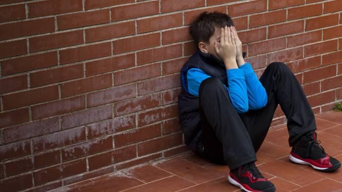 Napoli, orrore Giugliano in Campania: tredicenne disabile violentato dal branco per anni