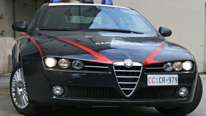 beccato in giro dai carabinieri con due pregiudicati arrestato