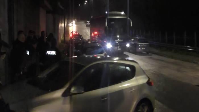 video avellino contestazione post derby criticato il mister