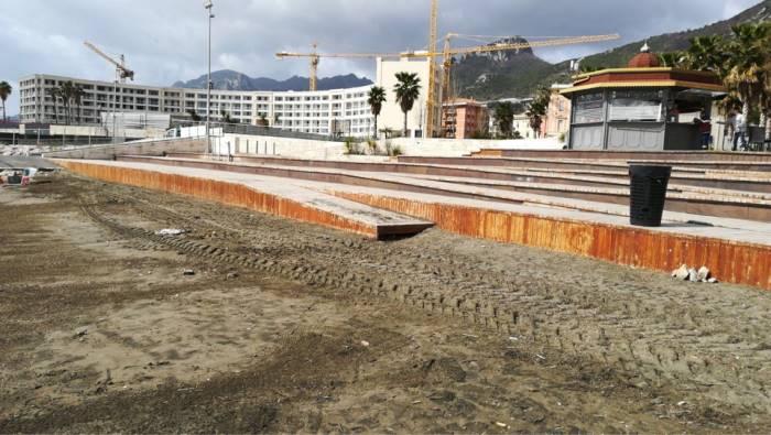 foto spiaggia di santa teresa ripulita dai rifiuti
