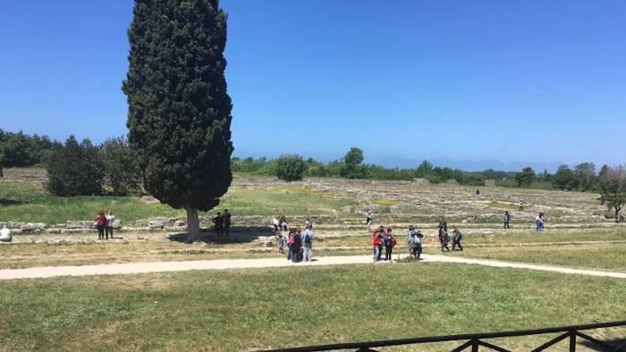 Cadavere in spiaggia, choc per degli studenti a Capaccio Paestum nel Cilento