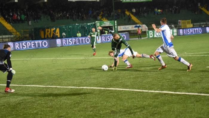 Avellino - Pescara 2 a 2: Castaldo e Di Tacchio salvano i 'Lupi'