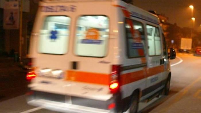 Choc in centro: 16enne si accascia nella minicar e muore