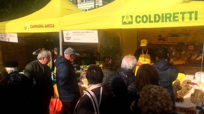 6840fbd777 Il mercato contadino di Coldiretti arriva al Caramanico - Ottopagine ...