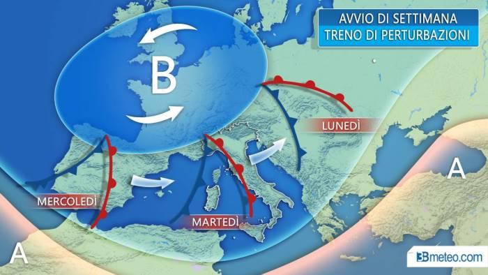 Maltempo, allerta gialla in Campania per piogge e temporali