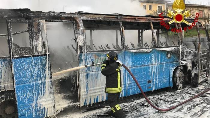 Autobus a fuoco in irpinia: 20 passeggeri scappano e si salvano