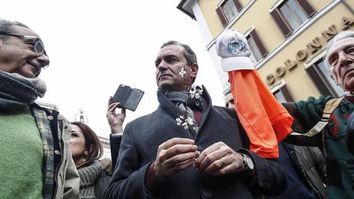 Scritte contro il sindaco de Magistris