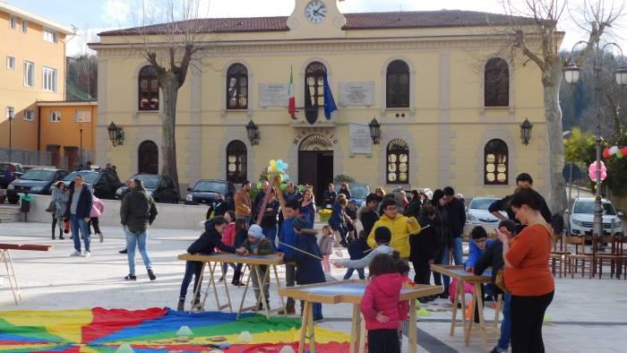 bimbi in piazza buon successo per la festa della felicita