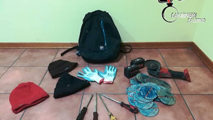 furti nelle aziende arrestati sei romeni