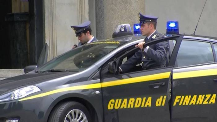 truffa e autoriciclaggio arrestato dalla finanza un 29enne