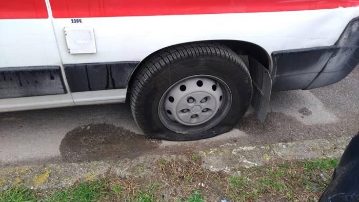 soccorre 90enne bucate le ruote all ambulanza del 118