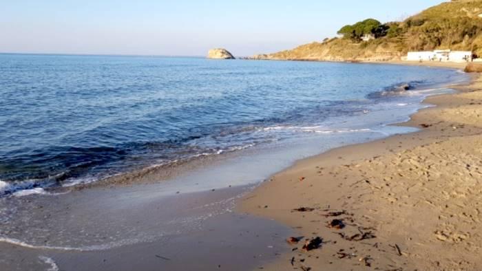 per le spiagge di agropoli arriva il premio bandiera verde