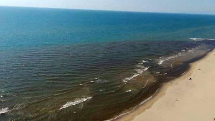 lago patria preoccupa la macchia scura alla foce