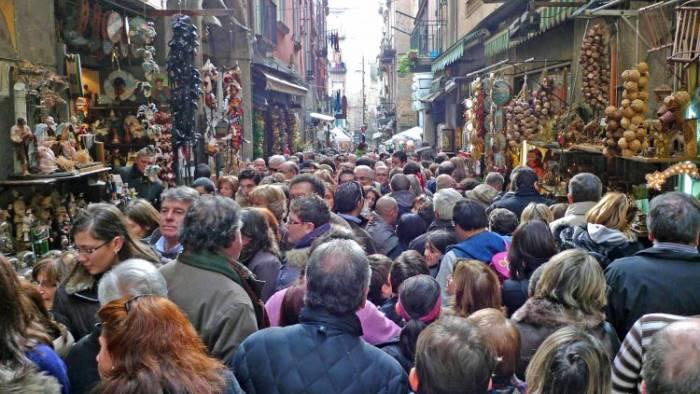 Napoli e Salerno, discount del turismo senza governo ...