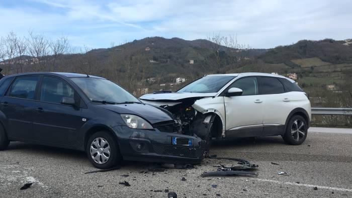 scontro tra auto ferite due persone