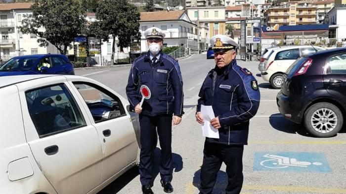 polizia municipale in azione a ponte