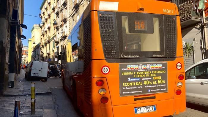 napoli riduzione corse bus metro e funicolari