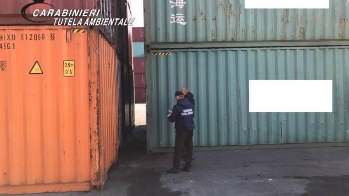 salerno al porto 28 container pieni di rifiuti dalla bulgaria