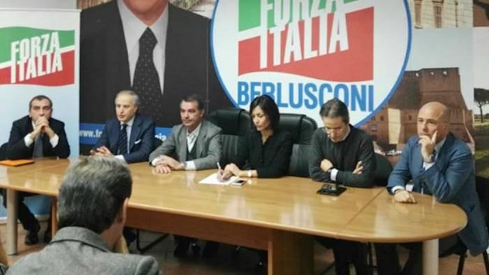 de luca fuori controllo forza italia vuole il commissario
