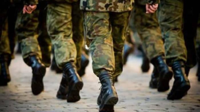 colonnello dell esercito dona il suo stipendio ai bisognosi