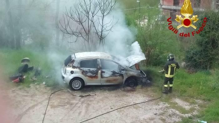 auto in fiamme a prata principato ultra