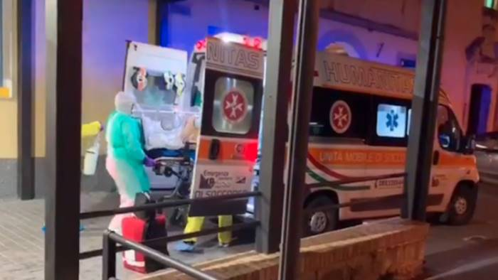 coronavirus ad eboli scatta la quarantena per 40 sanitari