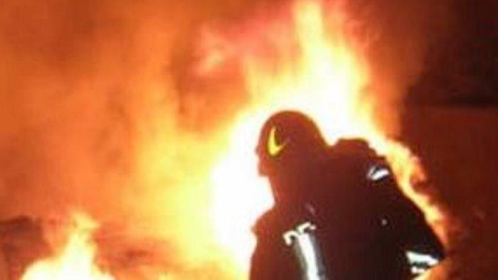 in fiamme nella notte il chiosco di san pio