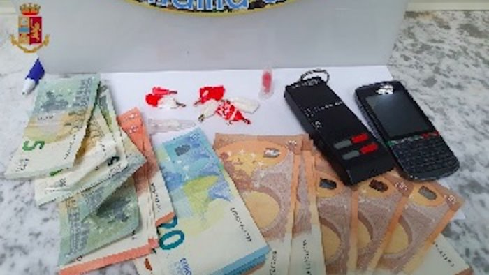 salerno consegnava cocaina e crack a domicilio arrestato