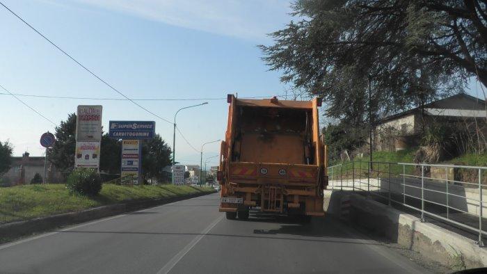 ariano pasticcio rifiuti arriva il recesso del contratto