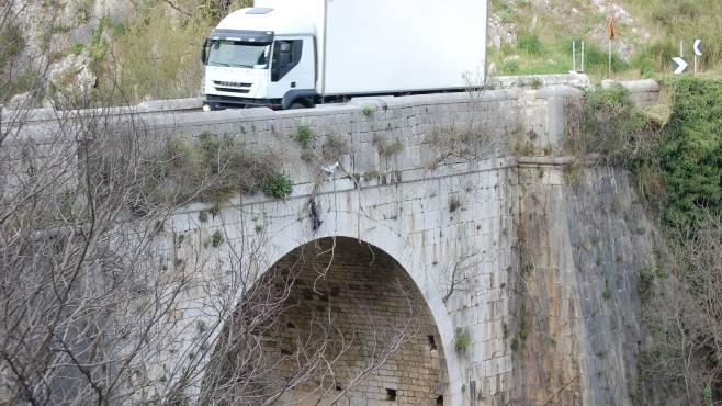 il ponte delle janare a rischio crollo