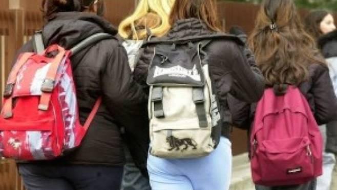 studenti a piedi gita scolastica sospesa a san martino 43ad0a0fd2f