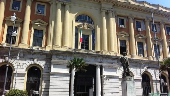 Salerno: processi tributari aggiustati in cambio di regali, indagato giudice