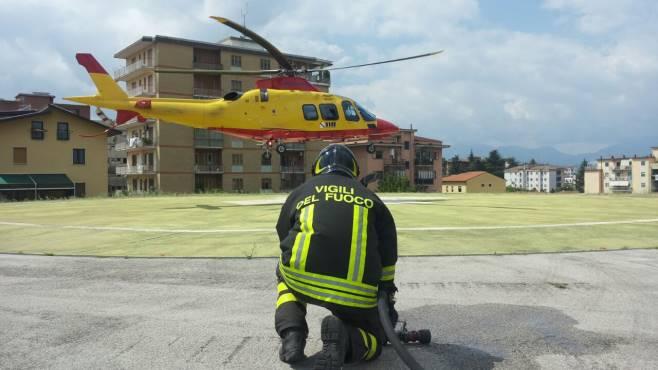 Elicottero Napoli : Cade e batte la testa bimba trasferita a napoli in