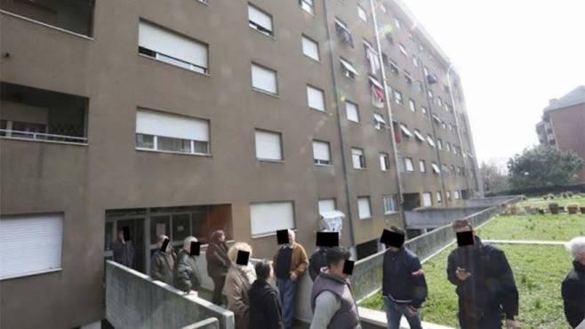 Rissa furiosa nel condominio: calci e pugni tra due famiglie