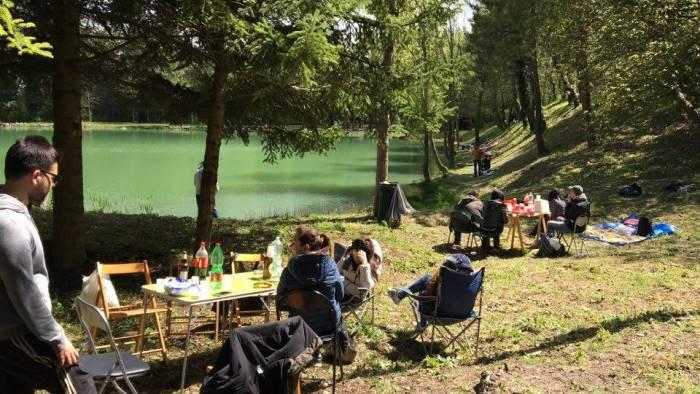 turismo di pasquetta brilla lago iliade a greci