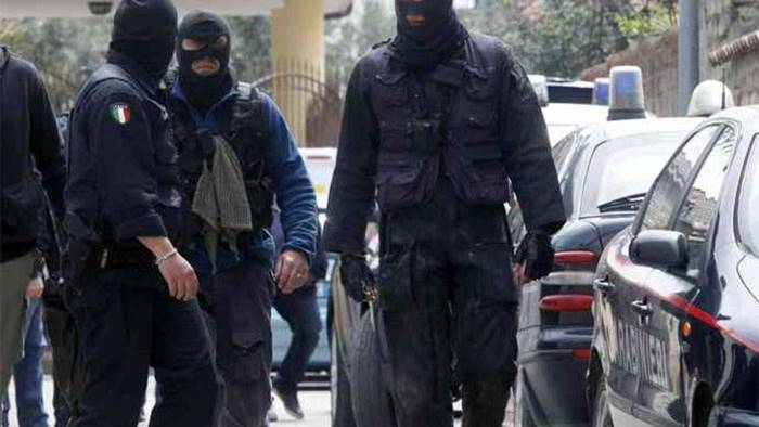 Blitz contro i clan di camorra, 30 arresti