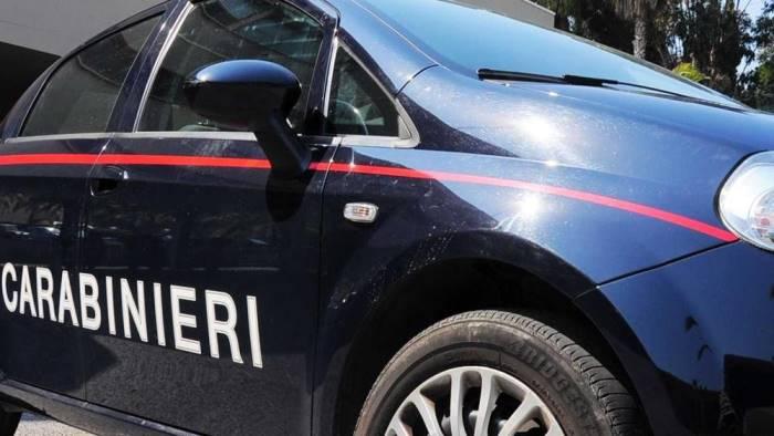 Il figlio 13enne fa arrestare il padre armato di coltello