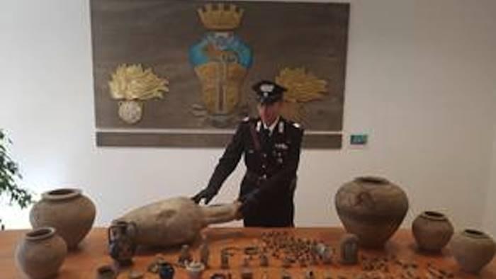 Maxi sequestro di reperti archeologici: un arresto e una denuncia