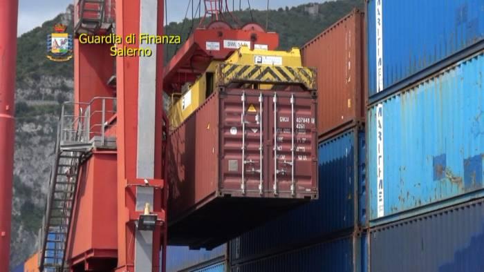 Droga dall'Ecuador al porto di Salerno: 8 arresti