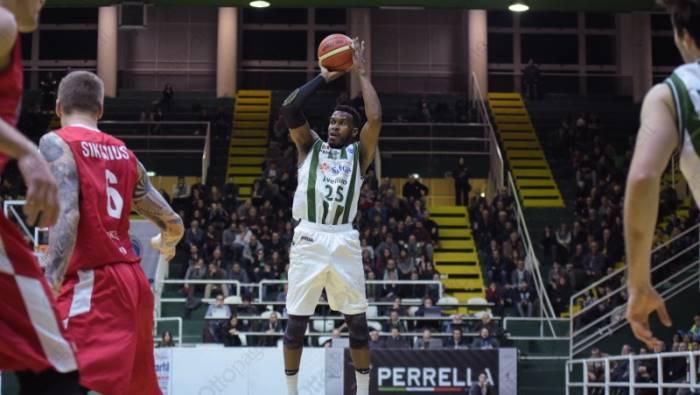 Venezia batte Avellino nel big match e resta in scia a Milano
